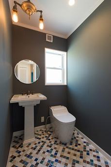 1F_toilet_s.jpg