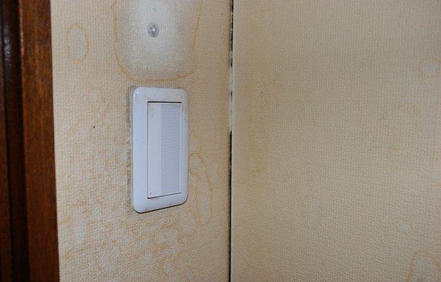 脂で汚れた部屋_スイッチ周り_部屋の角