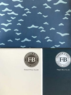 カラーコーディネート/FARROW&BALL_ペイント:No.30 Hague Blue_No.201 Shaded White/ 壁紙:Yukutori BP4305