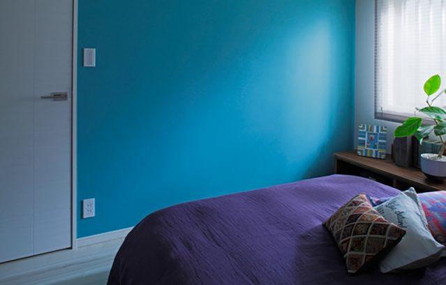 ベッドルームに個性的な青緑/FARROW&BALL No.280 St Giles Blue